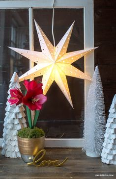 Paper star lanterns are beautiful decorations that add a special atmosphere and a pop of dimension to your home décor. Not to mention you can hang them in your home year round. Click in to Lia Griffith's site to get the downloadable template and begin making your own gorgeous, traditional Swedish DIY paper star.