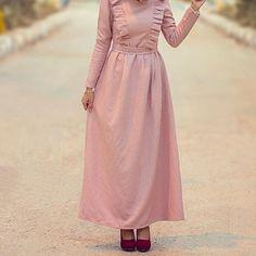 Maxi dresses with hijab styles – Just Trendy Girls Abaya Fashion, Muslim Fashion, Fashion Outfits, Hijab Style Dress, Casual Hijab Outfit, Dress Muslim Modern, Hijab Evening Dress, Modele Hijab, Abaya Mode