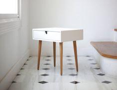 Tabella / Comodino bianco Stile Mid-Century Modern di Habitables