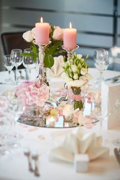 Great Elegant table decoration at the wedding - Dekoration Hochzeit - Wedding Dekorations Wedding Table Flowers, Wedding Flower Arrangements, Wedding Reception Decorations, Table Wedding, Elegant Centerpieces, Wedding Centerpieces, Table Centerpieces, Elegant Wedding, Diy Wedding