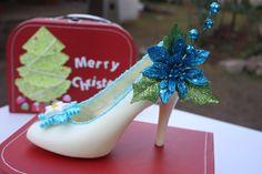 www.lamaisonrose.com.mx Deliciosa zapatilla de chocolate blanco con decoración de Navidad.