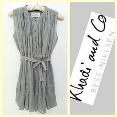 Khadi and Co. $375 dove gray hand-woven sleeveless linen dress sz.S RR Price: $125 www.resalerichesnyc.com