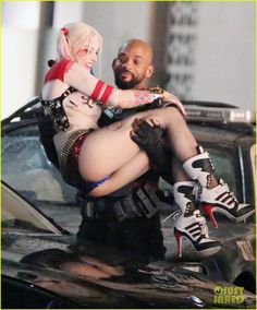 Will Smith 'Deadshot' & Margot Robbie 'Harley Quinn' Get Close In New SUICIDE SQUAD Set Photos