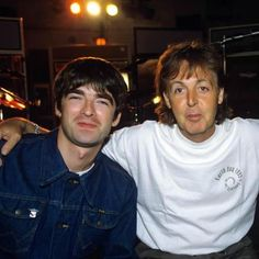 I don't believe in the world outside my room Music X, Music Bands, Good Music, Beatles Photos, The Beatles, Liam Gallagher Noel Gallagher, Famous Album Covers, Oasis Music, Alan White
