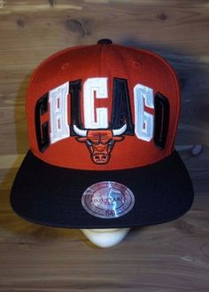94e74157e8b30 NBA Chicago Bulls Mitchell and Ness Red Black Snapback Cap Hat VG+ Free  Ship