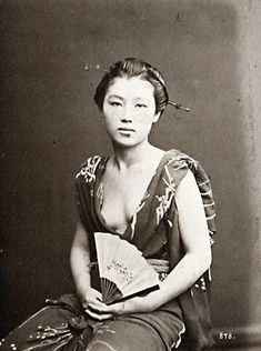 Josie 女性 (woman) with fan - Circa 1870