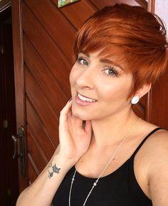 Red Pixie Haircut, Pixie Cut Wig, Pixie Cuts, Short Pixie, Short Auburn Hair, Hair Color Auburn, Redhead Hairstyles, Pixie Bob Hairstyles, Short Hair Cuts For Women