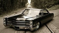 Cadillac de Ville, love these big old cars. So slick. Another beautiful picture of a gorgeous car.  This would look awesome hung on the wall of a shop.