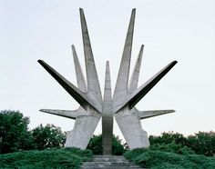 25 Abandoned Futuristic Monuments in Ex-Yugoslavia Architecture Russe, Gothic Architecture, Concrete Architecture, Monumental Architecture, Architecture Jobs, Antigua Yugoslavia, Ex Yougoslavie, Monuments, Bósnia E Herzegovina
