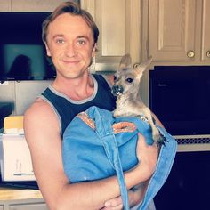 Tom Felton with Roo on August 2017 Tom Felton Harry Potter, Draco And Hermione, Harry Potter Draco Malfoy, Harry Potter Cast, Harry Potter Memes, Dramione, Drarry, Draco Malfoy Imagines, Berry Allen