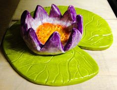 lily pad and lotus flower ceramics lesson- Elementary ceramics lesson (2nd-5th grade) that teaches both slab & pinch pot techniques. Easy 2 day art project.