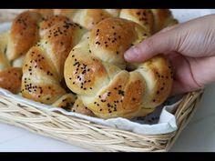 Vandaag deel ik een simpel recept met je voor lekkere zoete broodjes die vooral erg zacht zijn! Dus steek je handen uit de mouwen en ga vandaag nog aan de slag met deze heerlijke broodjes! Piece Of Bread, Brunch, Bagel, Bread Recipes, Sandwiches, Recipies, Food And Drink, Sweets, Homemade