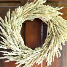 The perfect farmhouse style wreath for fall! Make a wheat wreath! Decor ideas farmhouse videos Wheat Wreath: Make One This Fall Diy Fall Wreath, Autumn Wreaths, Fall Diy, Fall Crafts, Diy And Crafts, Natal Design, Wheat Decorations, Dried Flower Wreaths, Deco Nature