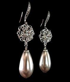 Drop pearl ear rings.