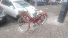 Siempre es agradable encontrarte con una de nuestras bicis cuando vas caminando por la calle...  #biciclasica #mejorenbici #avantumbikes Bicycle, Motorcycle, Vehicles, Bicycle Accessories, Street, Bike, Bicycle Kick, Bicycles, Motorcycles