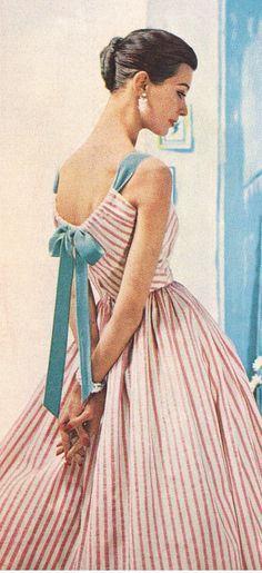 Mid mod summer stripes the awesome vintage outfits, vin Retro Mode, Vintage Mode, Look Vintage, Vintage Glamour, Vintage Beauty, Retro Vintage, Vintage Ideas, Fashion 60s, Fashion History