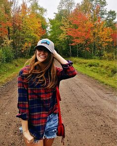 Baseball hat with oversized flannel and cutoff shorts oversized flannel outfits, flannel shirt outfit, Camping Outfits, Hiking Outfits, Outfits With Hats, Cute Outfits, Flannel Shirt Outfit, Flannel Shirts, Outdoorsy Style, Estilo Preppy, Oversized Flannel