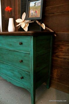 Emerald Green Dresser Makeover I would love to do this to an old dresser!