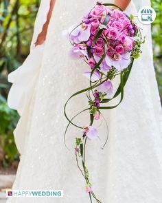 Desideri un #bouquet da #sposa scenografico e perfetto per il tuo #abito con strascico? Potresti sceglierne uno a #cascata! http://goo.gl/FxVwgl
