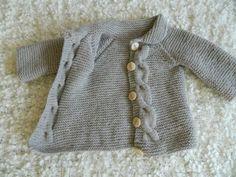 Este hermoso cardigan para mantener su poco uno cálido y feliz. Cuando se combina con un par de jeans se verá adorable. Es seamfree a ambos lados y