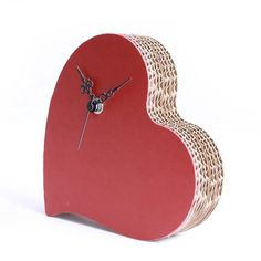 Un originale orologio in cartone a forma di cuore ~ An original heart-shaped clock in cardboard - di Papermood via it.dawanda.com