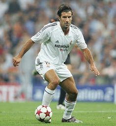 Luis Figo - one of the legends of Real Madrid Legends Football, Best Football Team, World Football, Real Madrid Club, Real Madrid Players, Good Soccer Players, Football Players, Imagenes Real Madrid, Fifa
