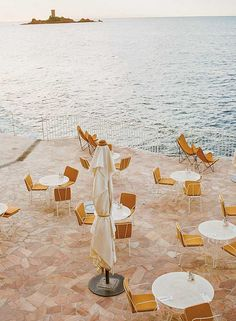 Hotel Les Roches Rouges in the South of France by 🏖 . Antibes, Cinque Terre, Amalfi, Beautiful Hotels, Beautiful Places, Beautiful Ocean, Roadtrip, South Of France, Nice France