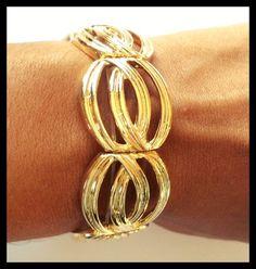 Bracelete dourado trabalhado.  R$ 55,00