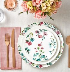 10 Beautiful & Bold Dinnerware Sets for Your Summer Table | LC Living Vintage Dinnerware, Porcelain Dinnerware, Dinnerware Sets, Gordon Ramsay Bread Street, Gordon Ramsay Maze, Maxwell Williams, Old Mattress, White Dishes, Charger Plates