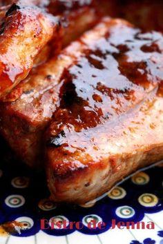 Travers de porc marinés et grillés