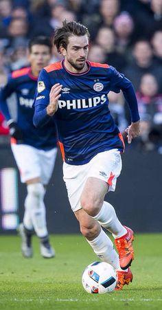 Davy Pröpper in de wedstrijd van 2016-01-17 tegen Feyenoord.