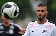 Paulinho diz não temer disputa por vaga caso Robinho retorne ao Santos
