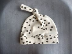 ORGANIC Baby Top Knot Hat - Scattered Dots Design 0/3m