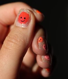 Easy smiley face nail art holographic tutorial Nail Polish Blog, Black Nail Polish, Nail Art Smiley, Swag Nails, My Nails, Negative Space Nails, Nail Art Brushes, Beach Nails, Crystal Nails