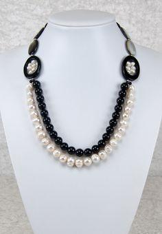 Elegante doppelreihige Kette mit Perlen   Elegant two-strand necklace with pearls   atelier ie.