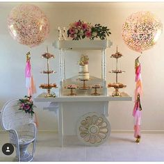 "218 Me gusta, 11 comentarios - Boutique Balloons Melbourne (@boutique_balloons_melbourne) en Instagram: ""Wow, how gorgeous is this set up of narins first birthday featuring our giant confetti and tassle…"""