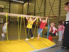 Balanceren touw in brug