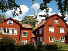 Man muss nicht Schlossbesitzer sein. In der idyllischen Kleinstadt Mariefred lässt es sich auch im Schatten der Kirche gut wohnen.