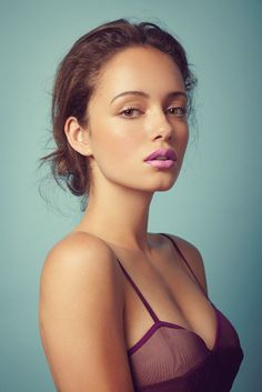 Love that pale lavender/pink lip