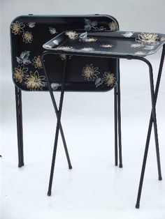 Set of two mid-century vintage TV tables with retro flowers on black. Theyu0027re 24 1/2  tall and 17 1/2  x 12 1/2  over the rim of the trays. & Vintage Durham Serv Set Tv /Snack Tables set of 4 with stand Floral ...