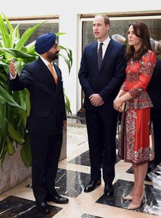 Prince William and Kate speak with a Taj Mahal official (L) during a ceremony at the martyrs memorial at Taj Mahal Palace Hotel in Mumbai on April 10, 2016.