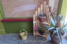 Make a Miniature Picket Fence Corner Shelf: Make a Miniature Corner Shelf Unit From Pickets