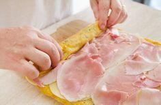 La preparazione del rotolo di frittata