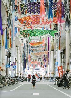 Koinobori for Children's Day in Chinomiya City, Aichi prefecture, by Japan Tourism, Japan Travel, Image Japon, Fish Banner, Big Sheds, Japanese Festival, Carpe, Koi Carp, Aesthetic Japan