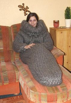 12 kg Sleeping bag thick knit gigantic monster chunky turtleneck sleeping bag gotland sheep wool hand knitted by Strickolino Fluffy Sweater, Mohair Sweater, Wool Sweaters, Diy Kleidung Upcycling, Gros Pull Mohair, Extreme Knitting, Chunky Knitwear, Angora, Diy Clothes