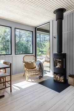Stine-Ny-Jensen-Andreas-Burchard_20 Scandinavian Fireplace, Scandinavian Cottage, Cozy Cottage, Cottage Style, Living Room Decor Inspiration, Contemporary Cottage, Space Interiors, Home Living Room, Nars