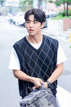 Pentagon Hongseok, Sky High, Body Types, Idol, Celebrities, People, Haircuts, Men, Backgrounds
