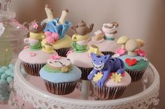 Alice in Wonderland cupcakes #birthday #party