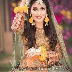 5 Dress Styles That Will Make You Look Thinner Pakistani Mehndi Dress, Bridal Mehndi Dresses, Pakistani Bridal Makeup, Asian Bridal Dresses, Pakistani Wedding Outfits, Pakistani Dresses, Wedding Gowns, Nikkah Dress, Wedding Stage