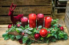 Candlestick is an essential accessory to create a amazing mood that can create a holiday atmosphere in our home. Centerpiece Christmas, Christmas Candles, Felt Christmas, Christmas Wreaths, Christmas Crafts, Christmas Decorations, Xmas, Christmas Ornaments, Holiday Decor